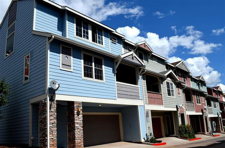 2BR Condo Near Downtown Flagstaff with Great Views