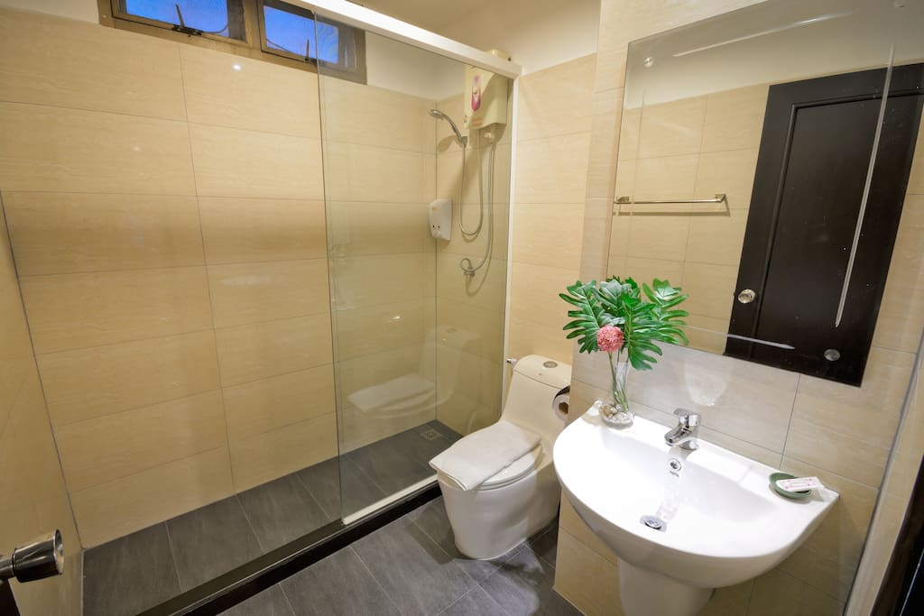 Private ensuite bathroom with hot shower