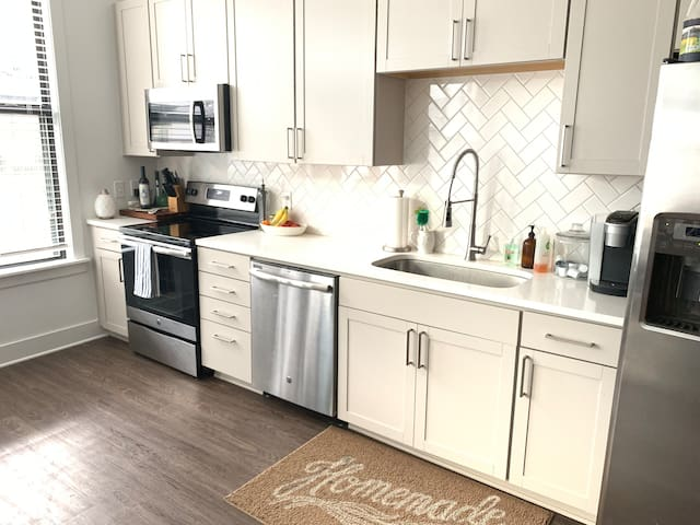 Cozy Downtown Nashville Apt w/ tons of Amenities!
