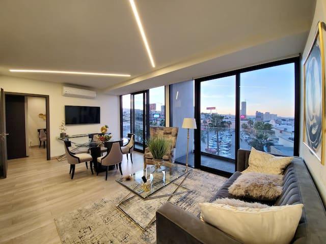 Adamant Luxury Platinum Suite - Pool/Gym/Balcony