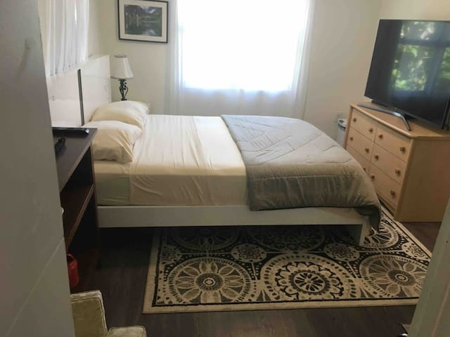 Private Room $0 CLEANING FEES close2AirportDowtown