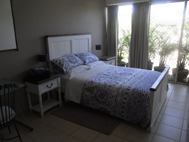 Double bed with new furniture. Fresh and lovely.