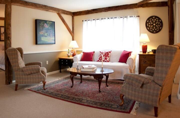 Cozy Post & Beam Apartment