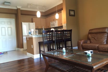 1B Apartment in Downtown, Minutes to Beach w/ pool - Apartment