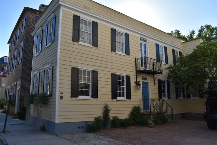 Charming Charleston house, South of Broad