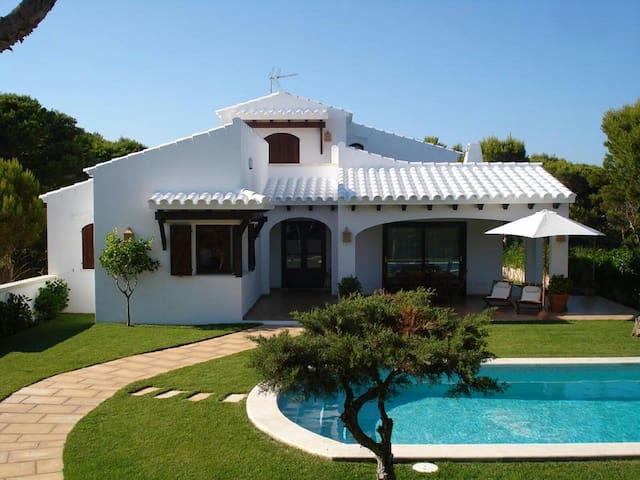 Chalet con piscina en Cala Morell