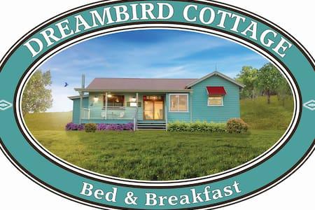 DREAMBIRD COTTAGE B & B