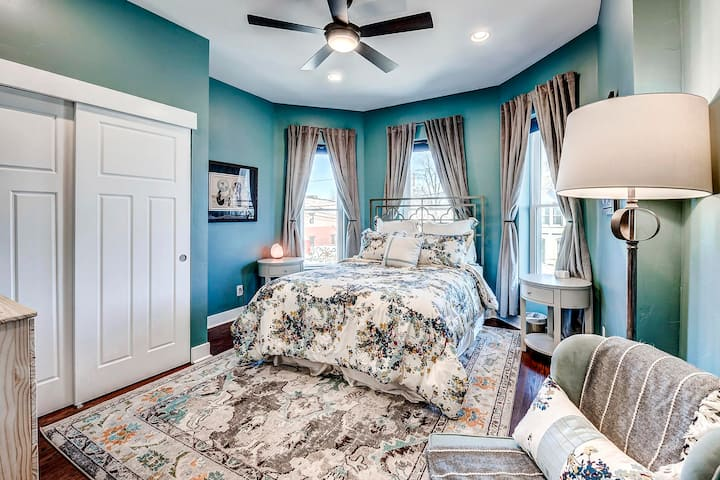 Large Bedroom in Victorian House Near The RiNo
