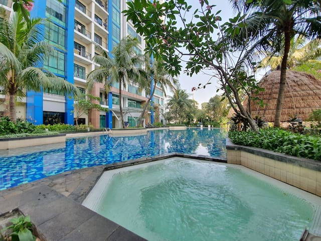 Large 3 BR Apt (187 sqm) Golf View, South Jakarta
