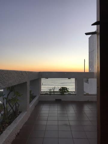 Apartamento frente a la playa. Vista Ideal - Punta del Este - Byt