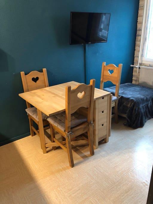 Nouvelle table à rallonges pour 6 personnes