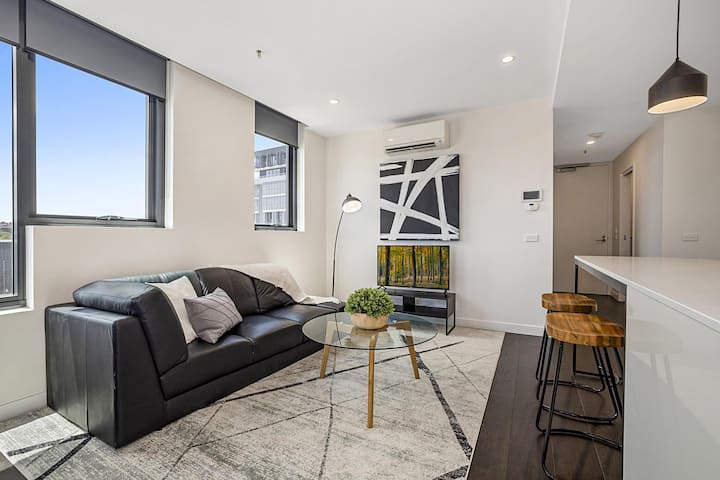 Premium Location Richmond Residence with Gym and Parking