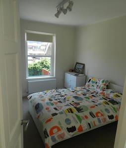 Dbl bedroom private bathroom,Central line in 10min