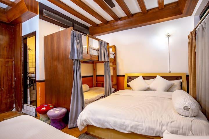 Four Bed Family Room Shangri-la Boutique Hotel