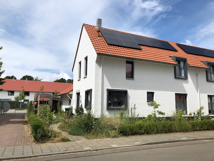 Maastrichts familie woning met groene tuin.