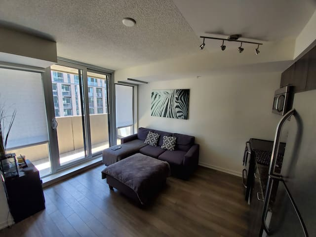 Awesome 1 bedroom condo in Liberty Village!