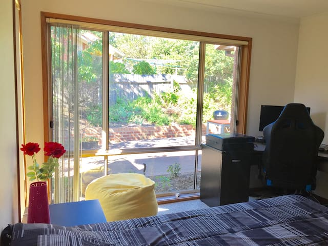 Bright and cozy room in Canberra - Palmerston - บ้าน