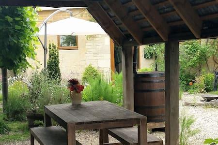 The Coach House, double room with courtyard garden - Shaw - Talo