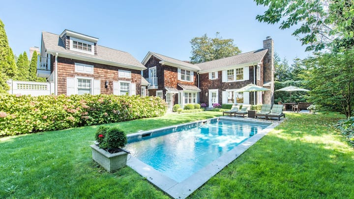 NEW LISTING: HEART OF EAST HAMPTON VILLAGE, CLOSE TO DOWNTOWN, EAT-IN KITCHEN, GUNITE POOL