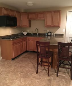 Spacious finished basement with kitchen & bathroom - Ann Arbor - Byt