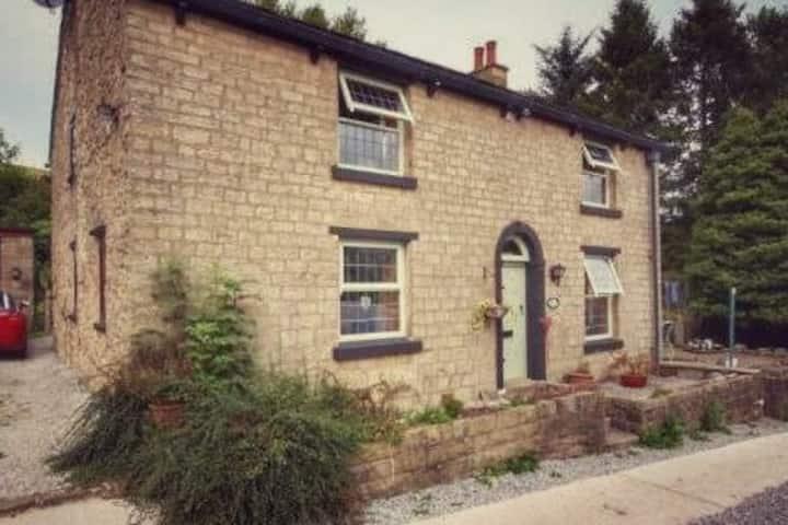 Historic 17th Century Country Cottage, Darwen, UK