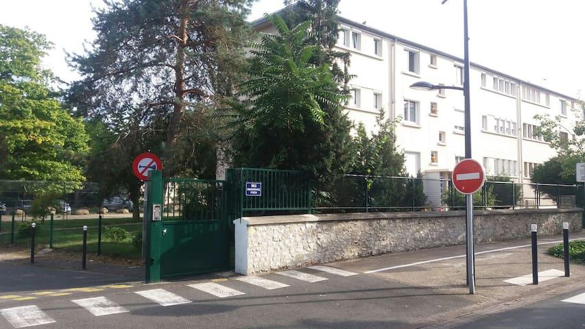 """Chambre """"orchidée""""  idéale pour visiter Paris - Dammarie-les-Lys - Flat"""