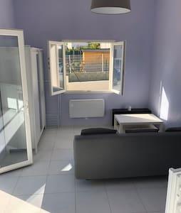 Studio dans maison individuelle