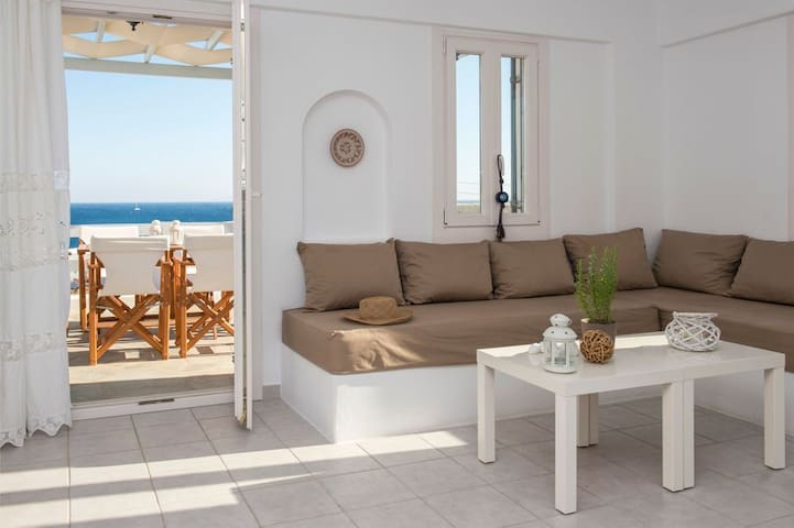Zeus   3 Bedroom Family Apartment with Sea View and Patio