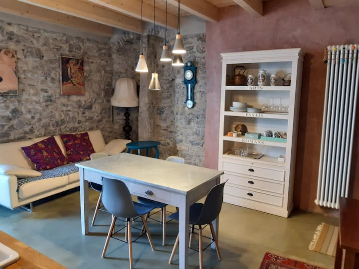 elegant  apartment with view near Bellagio