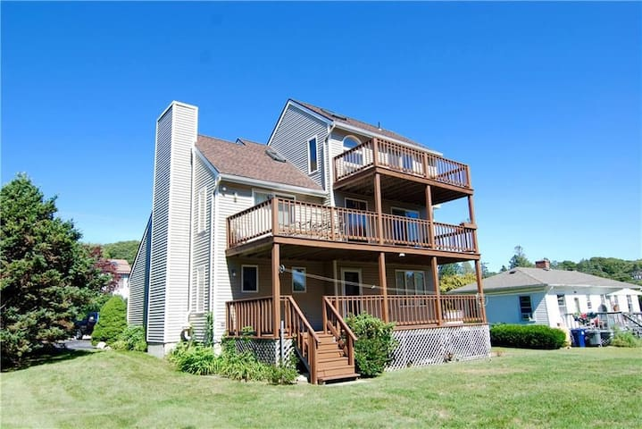 ⛱️ Beach and Golf Getaway in Westerly- Grill, A/C