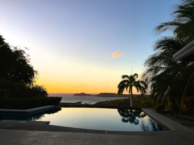 Amazing view, 2 rooms in a peaceful, safe home. - Playa Panamá