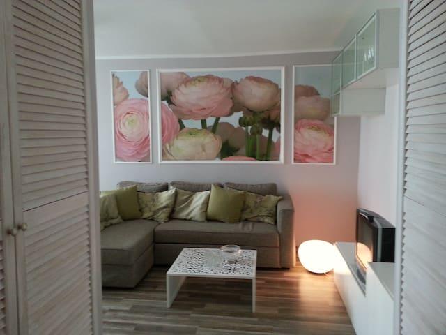 Comfortable room near Metro station
