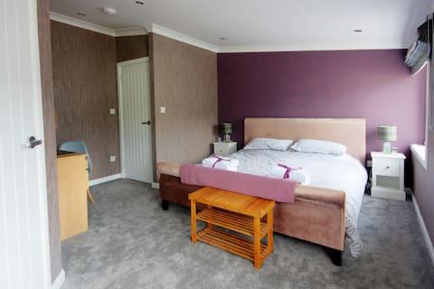 Thistle Apartment - 2 bedrooms (Sleeps 4)