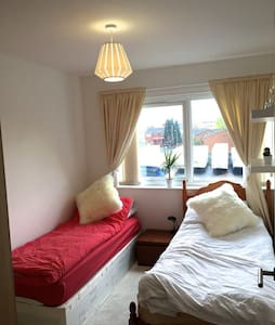Cosy twin room with parking - 10 mins city centre - Manchester - Apartmen
