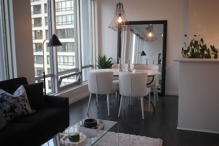 Monthly (or Longer ) Designer One Bedroom Downtown