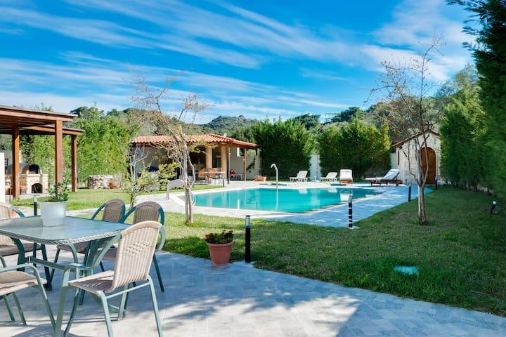 Saint Raphael's Villa with Swimming Pool - Rodos - Willa
