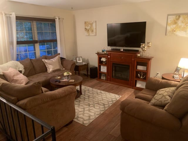 Entire Home Available, Central Air, Pool