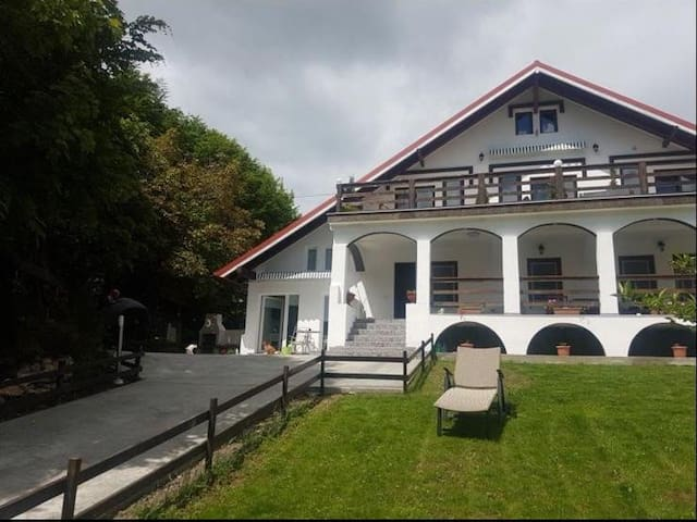 White house, in Bran , the place to be!