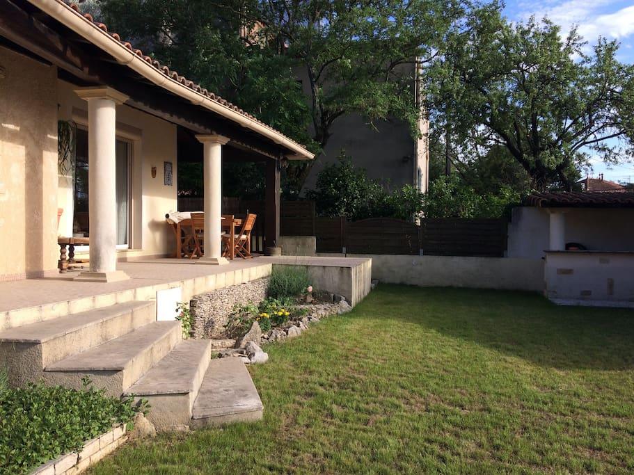 Belle maison de 90m2 avec jardin pr s d 39 avignon houses for Jardin 90m2