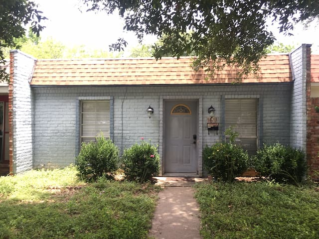 Great and cozy room for two near Kyle field - College Station - Dom