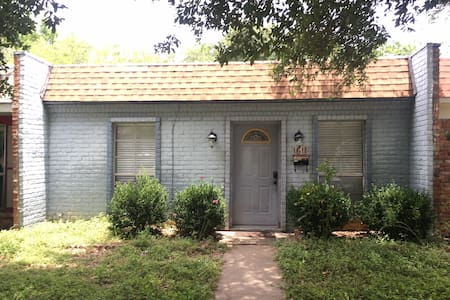 Great and cozy room for two near Kyle field - College Station - Hus