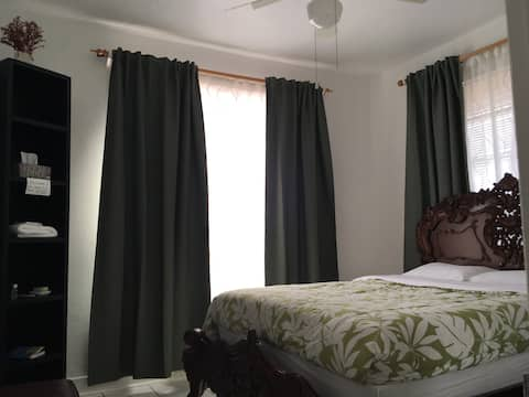 Centralized Private Room -near Calle Ocho!