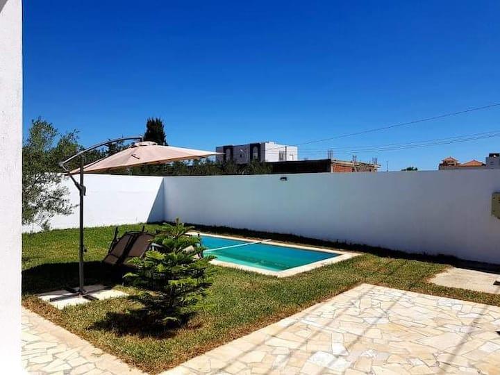 Petit villa avec piscine chauffée