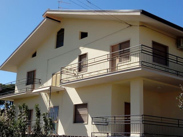 """Villa  il Noce """"Tra mare e monti"""""""