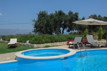 villa nimertis with private pool - Xirokampi - Casa