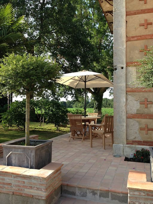 Terrasse privative avec barbecue