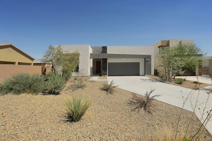 Spacious Desert Retreat