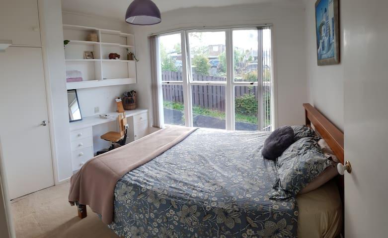 Sunny & Quiet Home | Sylvia Park MtSmart Ellerslie