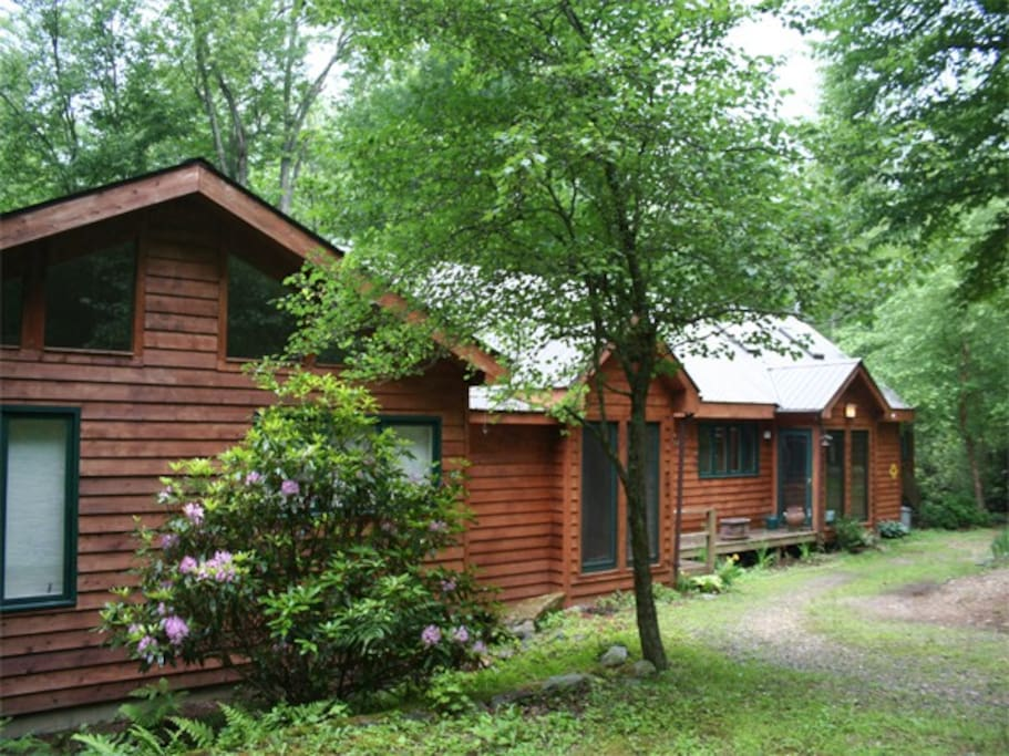 Drive right up to the front door of this peaceful cabin on the Boone Fork.