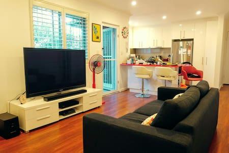 Lovely, Serene Inner West Apartment 20 min to City - Hurlstone Park - アパート